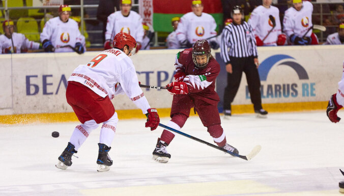 Latvijas U-20 hokeja izlase ielaiž vienu ripu un zaudē