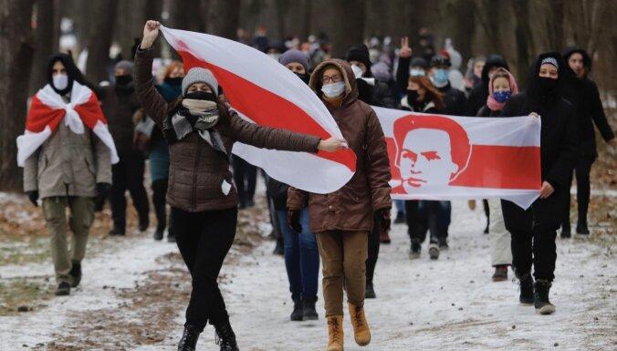 """""""Люблю Беларусь!"""": дворовые марши, танцевальные валентинки протеста и прогулки"""