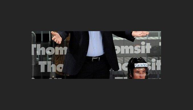 Oïegs Znaroks spçlç starp Latvijas un Èehijas izlasem Pasaules èempionâtâ hokejâ, Manheimâ, Vâcija. 17.05.2010. Foto: Româns Kokðarovs