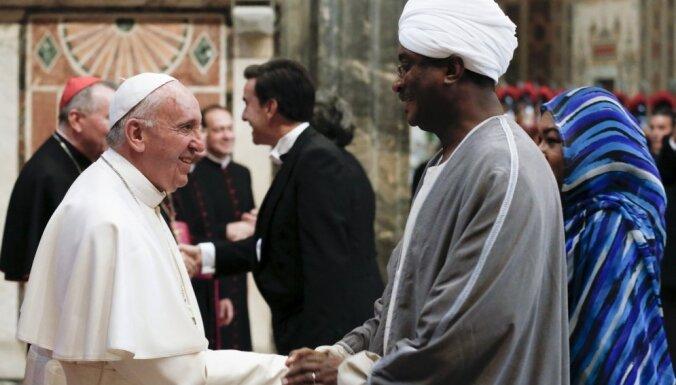 Pāvests mudina Eiropu turpināt imigrantu uzņemšanu