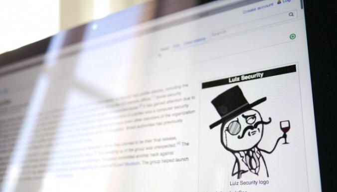 Austrālijas policija arestējusi pašpasludinātu hakeru grupas līderi