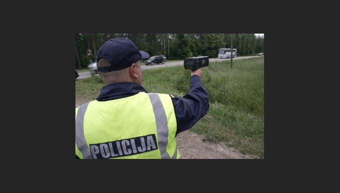 Со среды на дорогах Латвии будут работать четыре мобильных фоторадара