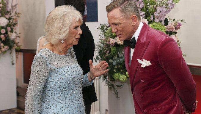 Foto: Bonda filma piedzīvo pirmizrādi ar augstākā līmeņa zvaigžņu ierašanos