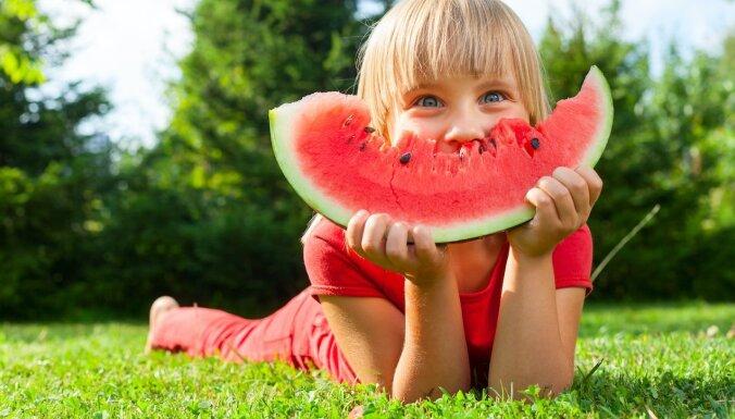 Uztura speciāliste Lizete Puga: Ko bērniem ēst vasarā, kad izmainīta ikdienas rutīna