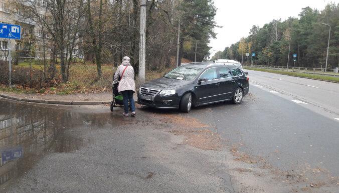 "ФОТО: ""Гений"" парковки на проспекте Виестура получил по заслугам"