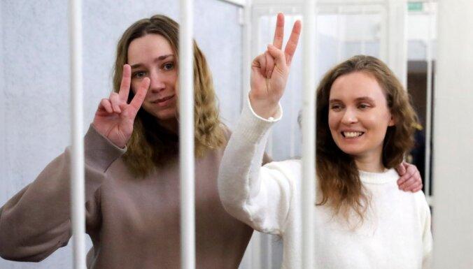 Lukašenko gatavojas tikties ar Putinu; par protestu filmēšanu notiesā jaunas žurnālistes