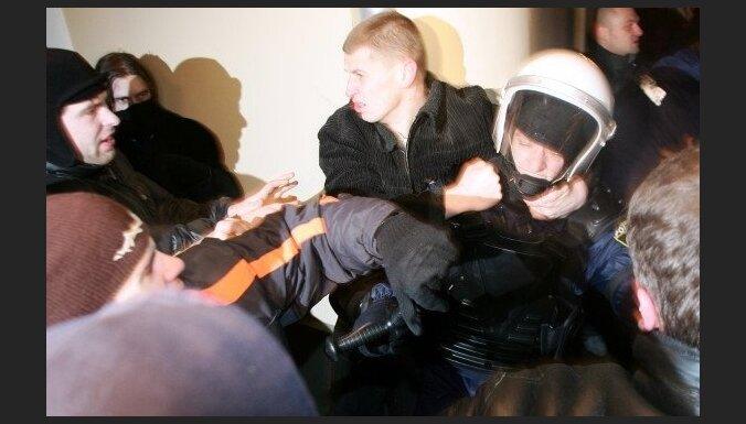 Погромы в Вецриге: лишившийся глаза юноша вышел на свободу