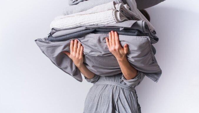 Burciņu attaisīšana un segas vilkšana pārvalkā: atjautīgi paņēmieni mājas soļa atvieglošanai