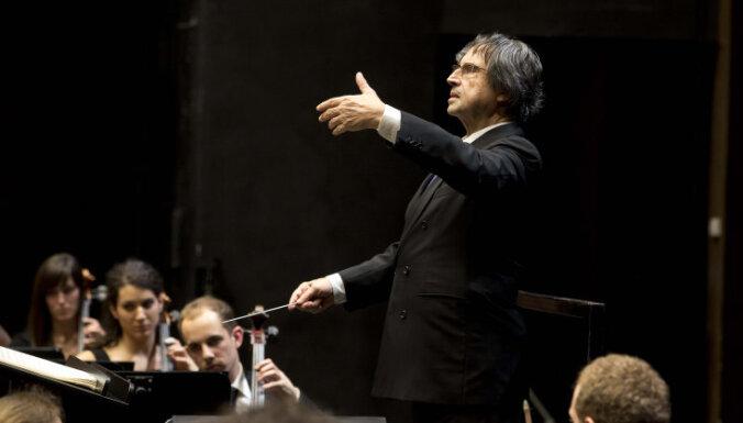 Latvijā koncertēs izcilais itāļu diriģents Rikardo Muti