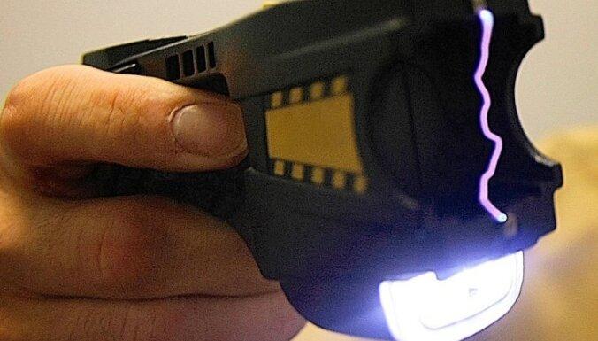 Задержание в Пардаугаве: полиции пришлось применить электрошокер