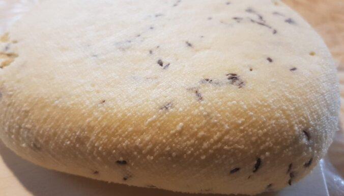 Tikai trīs sastāvdaļas: saimniece atklāj vienkāršu siera recepti