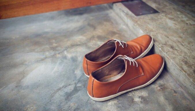 1837e8dcc88efb Скрипит обувь - что делать? - DELFI