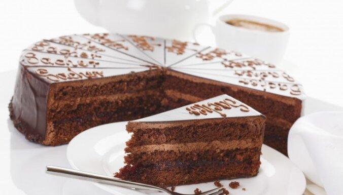 Slavenākais deserts Vīnē – kārdinošā Zahera torte