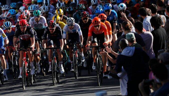 Skujiņš un Neilands finišē blakus otrā simta sākumā 'Tour de France' 11. posmā