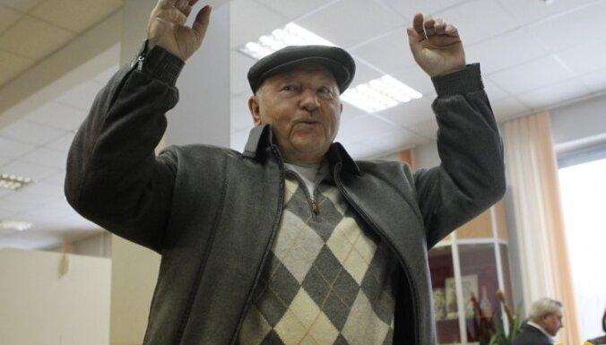 Лужков предложил перерабатывать санкционные продукты в электричество