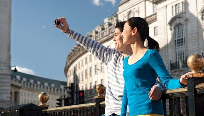 Japāņu tūrisma profesionāļi slavē Rundāles pili