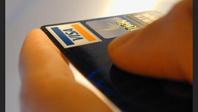 Policija aicina neglabāt maksājumu kartes kopā ar to PIN kodiem