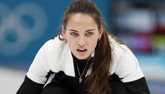 Атлеты из России завоевали на Олимпиаде третью медаль и впервые — в керлинге