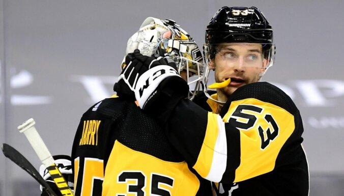 'Pietiek vienu gadu  izšaut , un gaida NHL piedāvājumi'. ASV koledžu hokejs vilina latviešus
