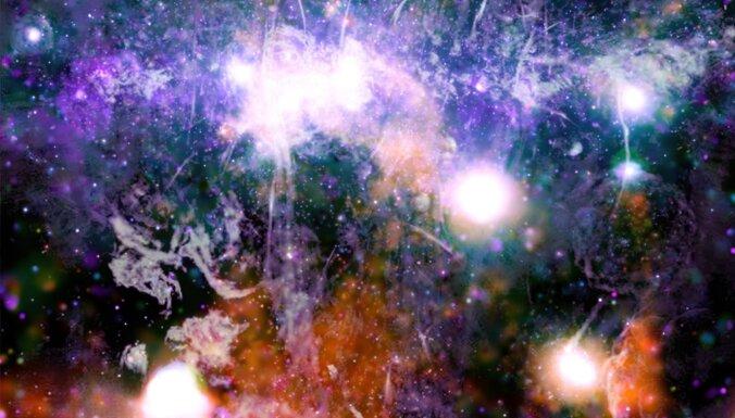 Iespaidīgs mūsu galaktikas centra attēls atklāj iepriekš neredzētas struktūras