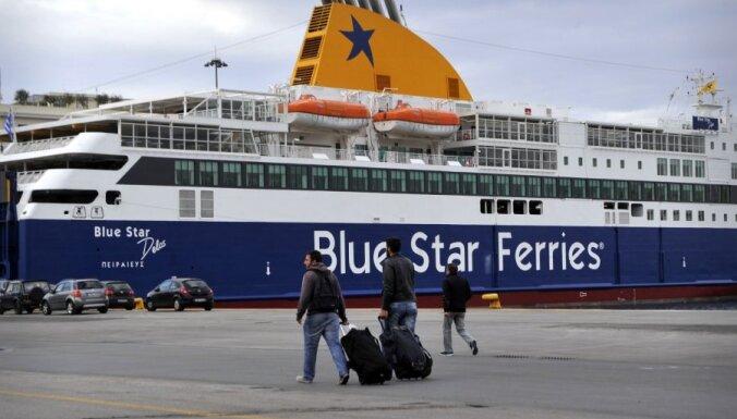 Grieķijas jūrnieku streika dēļ apturēta prāmju satiksme ar salām