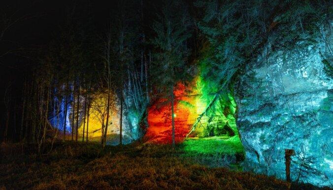 Krāšņi foto: Gleznainās un izgaismotās Cecīļu dabas takas
