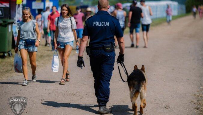 Festivālā 'Positivus' pieķerti divi, iespējams, narkotikas lietojuši cilvēki