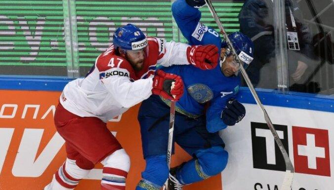 Plekaņeca divi gūtie vārti palīdz čehiem izcīnīt piekto uzvaru