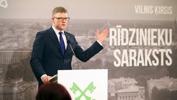 """Кандидат """"Единства"""" в мэры Риги обещает дешевый транспорт, ремонт дорог и жилье молодым семьям"""