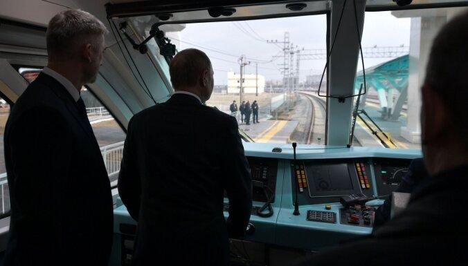 Putins atklāj dzelzceļa tiltu starp Krieviju un Krimu