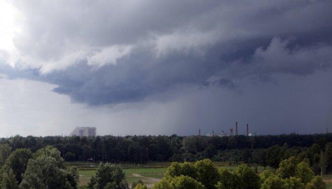 Diena lielākoties būs mākoņaina, teritorijas lielākajā daļā gaidāms īslaicīgs lietus