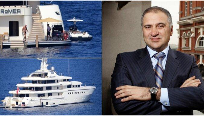 Foto: Krievijas miljardieris bauda vasariņu uz savas 120 miljonu vērtās superjahtas