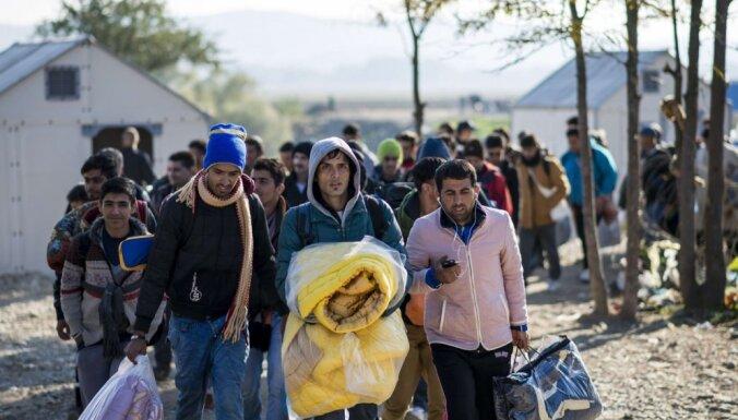 Ar patvēruma meklētāju uzņemšanu saistītās izmaksas vēl pieaugs
