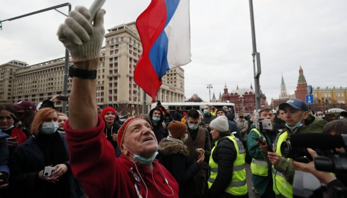 """""""Это все равно капля в море"""". Как прошли акции в поддержку Навального в день послания Путина"""