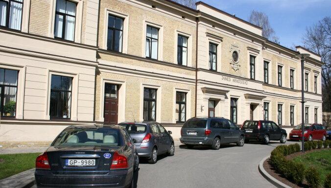 Trīs hospitalizēto Siguldas bērnu stāvoklis joprojām ļoti smags