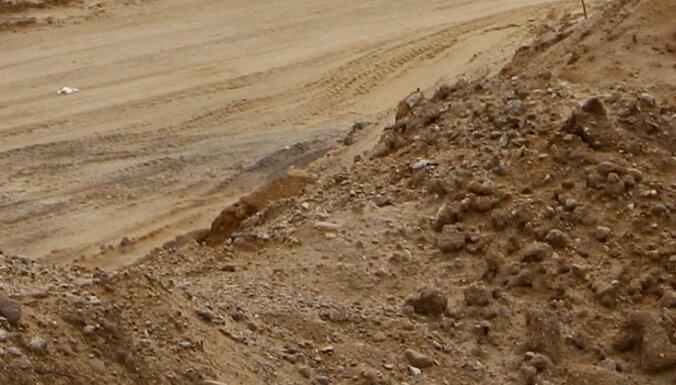 Talsu novadā vieglā un kravas auto sadursmē mirst jauns vīrietis