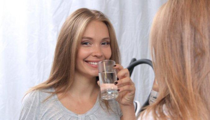 Anna Rozīte mēdz aprunāties ar dzeramo ūdeni