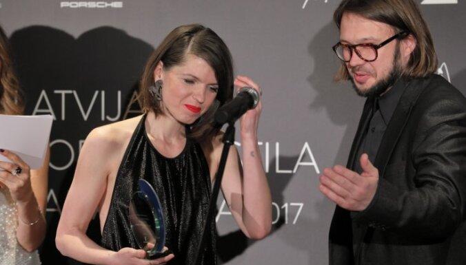 Foto: Smalkākie rīdzinieki pulcējas Modes un stila balvas ceremonijā