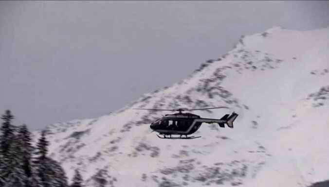 В Альпах при обрыве каната вертолета погибли альпинистка и спасатель