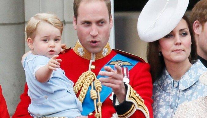 Foto: Princis Džordžs atstāj ēnā britu karaļnama jubileju