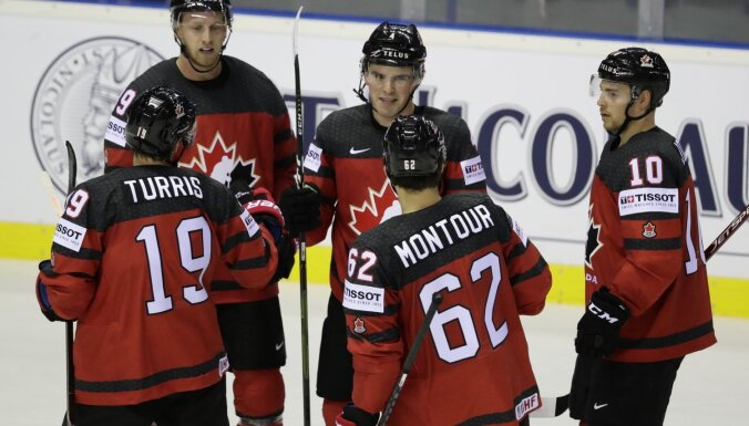 Kanādas hokejisti PČ mačā 'pārbrauc pāri' Lielbritānijas izlasei
