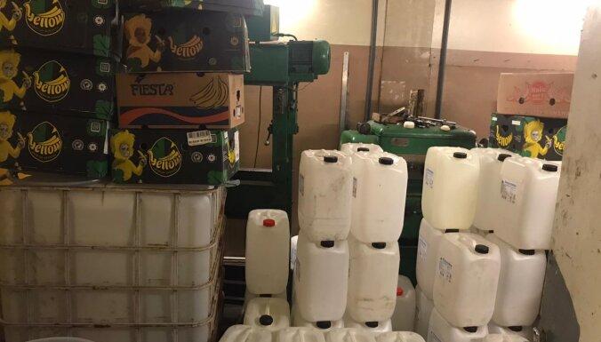ФОТО: Умельцы производили алкоголь из дезинфицирующих средств, начат уголовный процесс