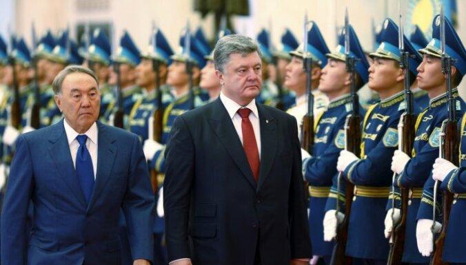 Назарбаев приказал военным Казахстана отказаться от прусского строевого шага