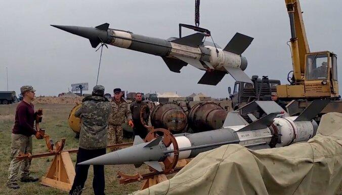 Video: Ukrainā intensīvi šauj no 'Buk' un S-300