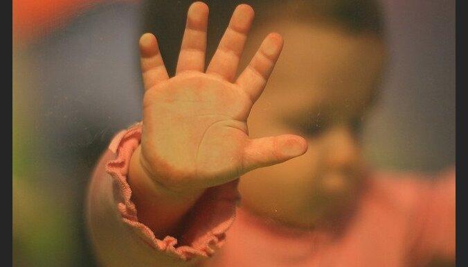 Laikraksts: sociālā darbiniece noliedz bērna nobadināšanu Vidzemē