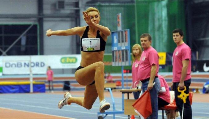Радевича улетела на 6,60 м, Арентс прыгнул на метр меньше, но выполнил норматив В