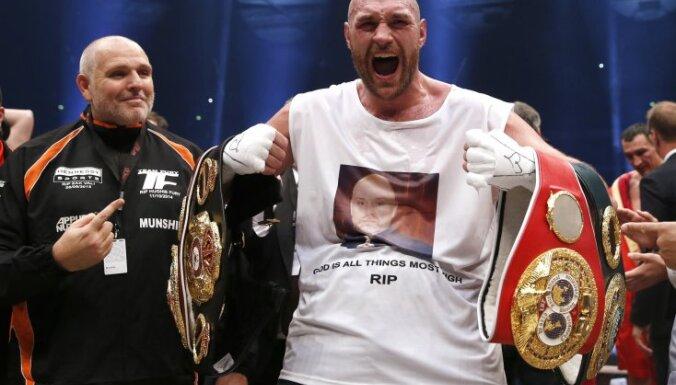 Бой-реванш между Фьюри и Кличко отложен во второй раз
