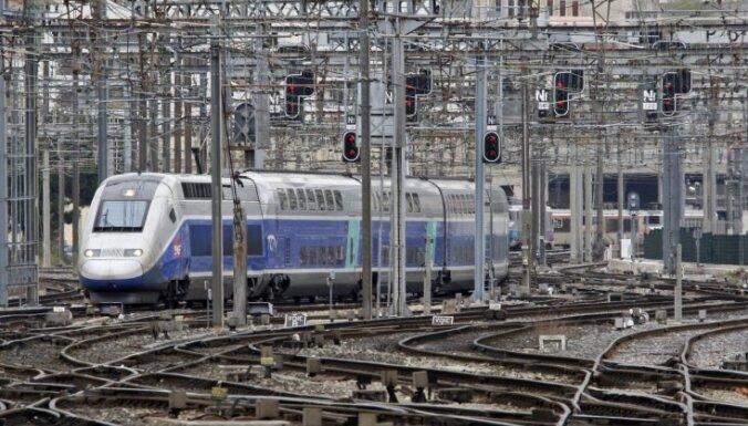 Francijā vilciens galamērķi sasniedz ar 24 stundu kavēšanos