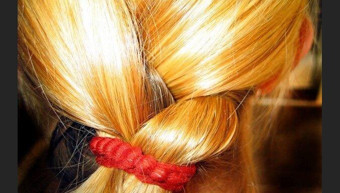 Liepājas pašvaldības policista sievu par blondīni nosaukušais sirmgalvis tiek vaļā no soda