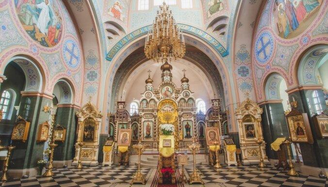 Jelgavas pareizticīgo katedrāle, kuras iekštelpas rotā grezni sienu gleznojumi